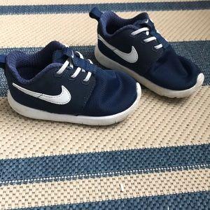 Toddler Nike Roshe, size 7